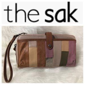 THE SAK CLUTCH